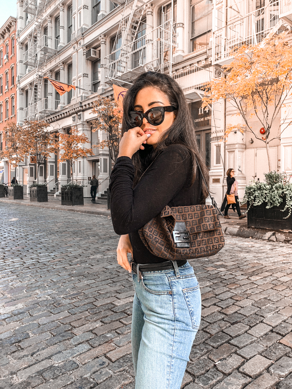 how to style a black turtleneck fall jeans
